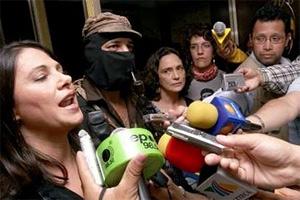 leader Subcomandante Marcos (C) and Mexican actresses Ana Colchero