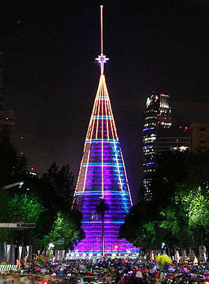 World's Biggest Christmas Tree and Bionacimiento Enliven ...