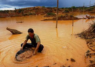 A Miner Illegally Pans For Gold At Las Cristinas Mine Near Ciudad Dorada Venezuela David Rochkind Polaris